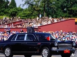中国共産党幹部が乗る中国版センチュリーの最高級車「紅旗」…その気になるスペックとは?