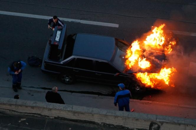 車 事故 炎上