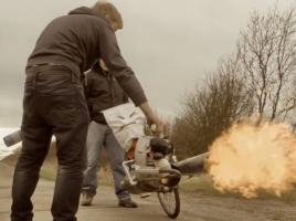 自転車にロングマフラーを装着するとどうなる?【動画】