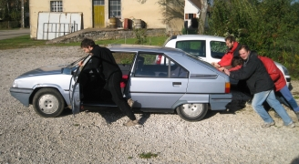 car push(camera:Hugo Clément)