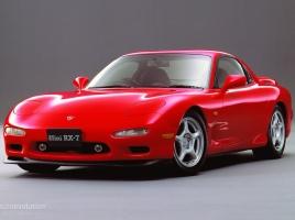 フィアット500にRX-7も?!もはや車博物館級!ルパン三世に登場した名車4選!