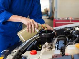 【車の豆知識】エンジンオイルの種類、選び方は?