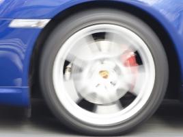 「キーッ」とか「キュルキュル」といったタイヤのスキール音。発生のメカニズムは?