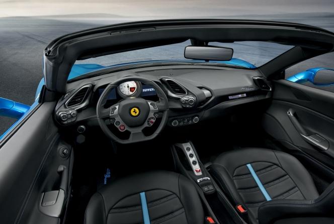 フェラーリ 488 スパイダー