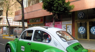 メキシコの車(VWビートル)