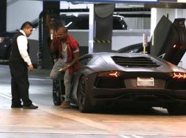 2億円の限定モデル!?最高出力770馬力のランボルギーニ「センテナリオ」が登場!