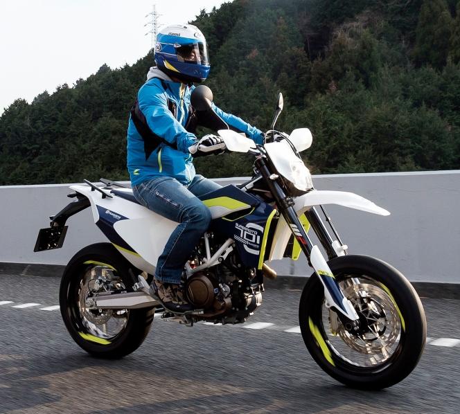 アヘッド 女性 バイク