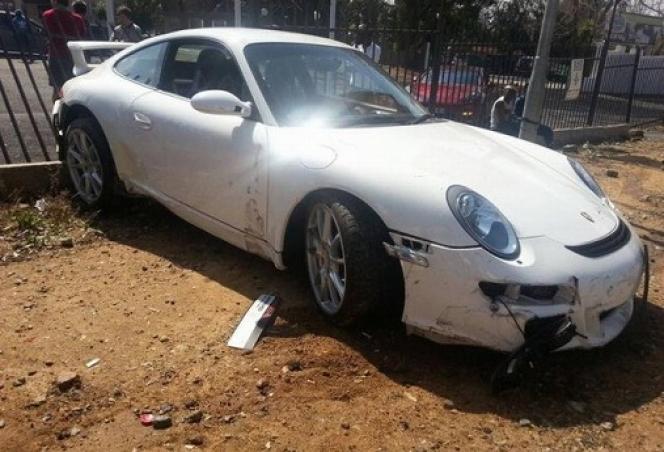 事故車911