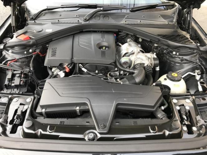 BMW 116i エンジン