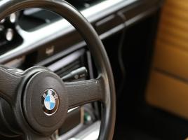 車のハンドルがロックされた場合はどうすれば良い?ロック機能が付いている理由とは?