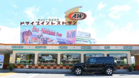ジープ ラングラーで沖縄をドライブってかっこよすぎません?