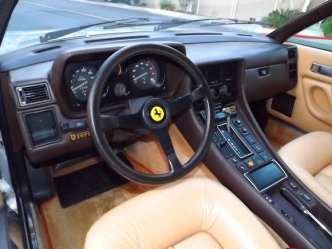 Ferrari 400i 1984年モデル インテリア
