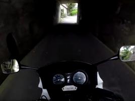 思わず手に汗握る!最大斜度37%の日本一の暗峠を400ccのバイクで下る!【動画】