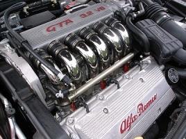 直3、直6、V6...あなたの好きなエンジンレイアウトは?