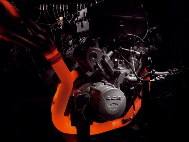 熱したエンジン