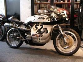 私の永遠の1台 VOL.7 Norton アトラス ローボーイ ドミレーサー 745