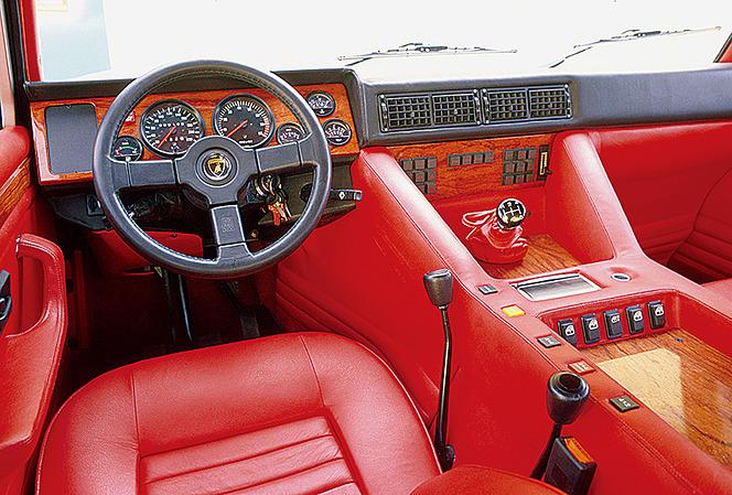 アヘッド ランボルギーニ・LM002