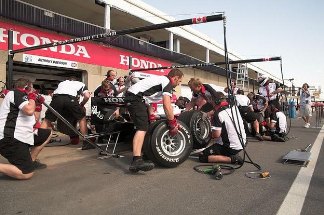 F1 pit