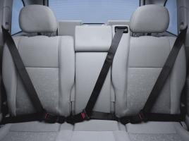 後席シートベルト着用率わずか36%!? 義務化されたはずなのに、低い装着率の理由