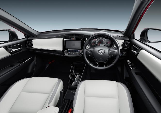 トヨタ カローラフィールダー 2017