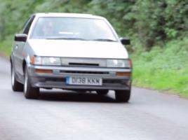 【動画】AE86、フェラーリF40、ポルシェ959…懐かしの世界のスポーツカーたち【80年代編】