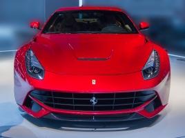 "F12ベルリネッタより2秒速い?!生産台数799台の限定モデル""フェラーリF12tdf""、その正体は?"