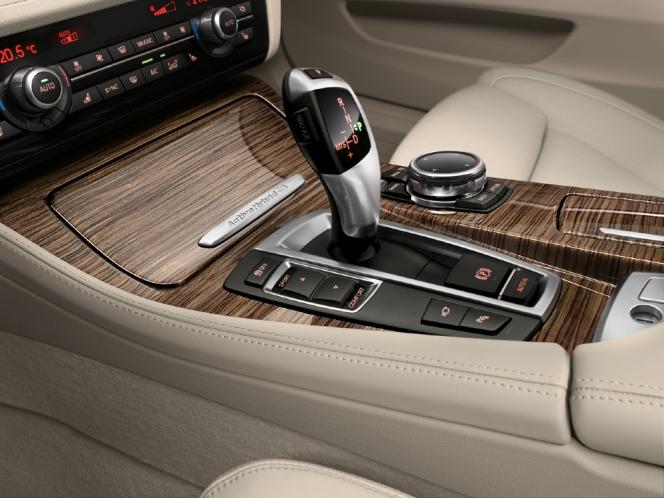 BMW アクティブハイブリッド5のシフトレバー