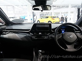 【やっぱり見劣りする?】トヨタCHR/C-HRのSグレードの内装レビュー