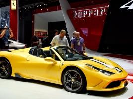 499台限定?!フェラーリ史上最強のオープンカーが初公開!