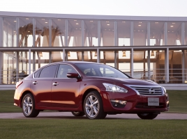 今なら中古が断然お買い得!?日産 ティアナの新車価格と中古車価格を比較!