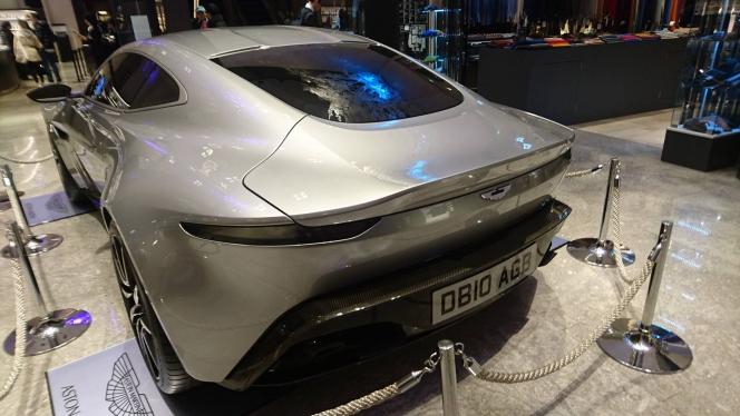 アストンマーティン DB10