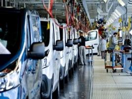 日産、新型商用車「NV300」を欧州市場へ導入。生産はルノー仏工場にて。