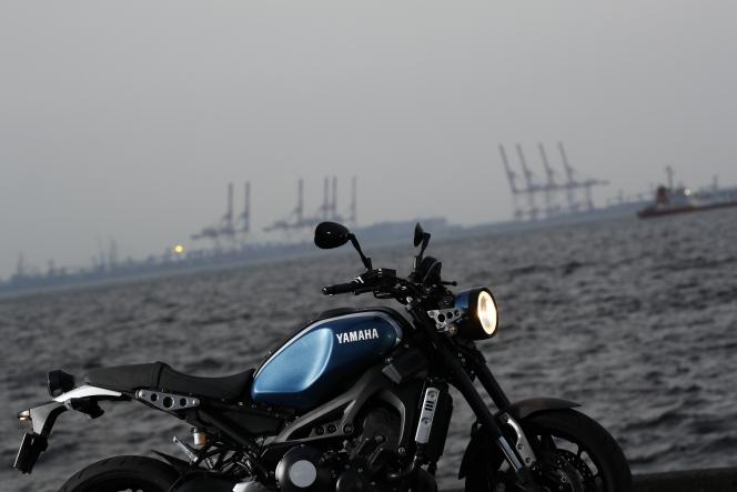 アヘッド バイクと海