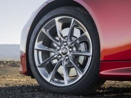 インチアップ、インチダウン…タイヤは標準サイズと違っても問題ないの?