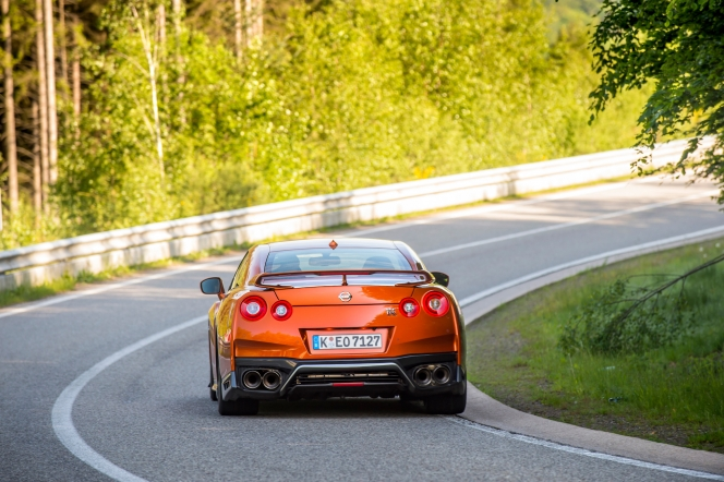 日産 GT-R コーナリング