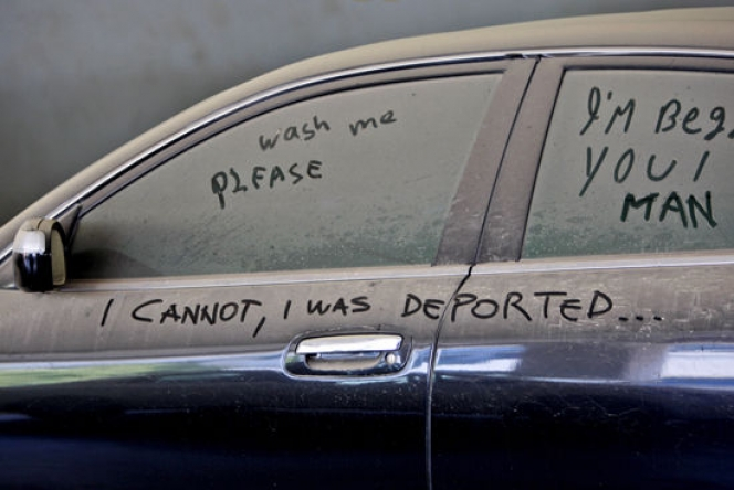 ドバイ 高級車放棄