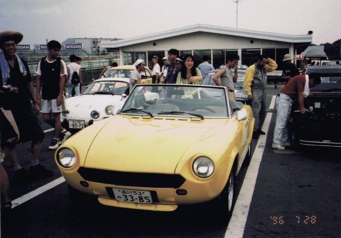 アヘッド FIAT 124 SPIDER