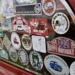子供が乗ってます、番組名、旧車ロゴ…貼っているとカッコいいステッカーは何なのか?