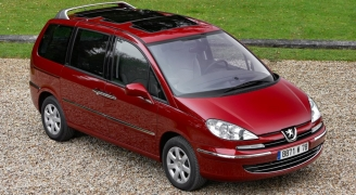 Peugeot 807 Red