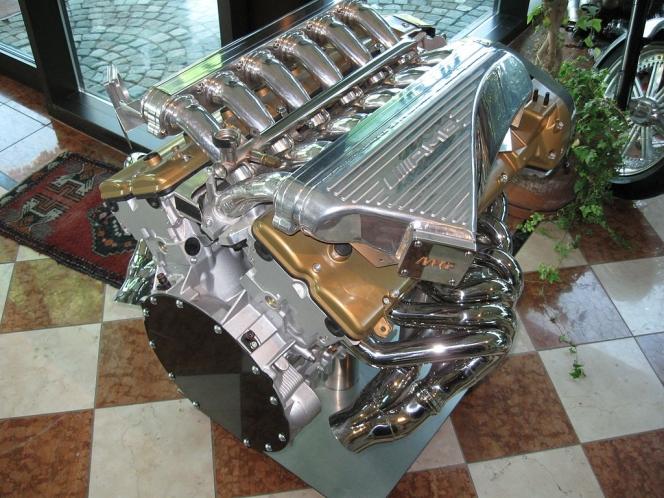 V型12気筒エンジン