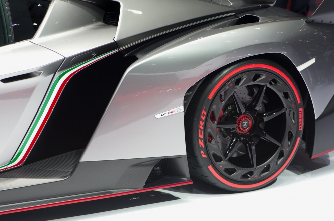 Lamborghini Veneno wheel