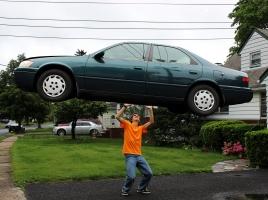 車の片方の駆動輪を回すと、反対側のタイヤが逆回転する理由とは?