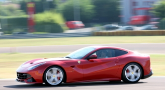 フェラーリ F12