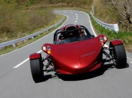 こんな三輪車なら欲しい!!スポーツカー並みの加速力を誇る『T-REX』