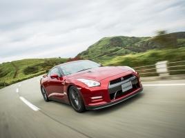 日産 GT-R vs メルセデスAMG GT R の国産・輸入車対決!それぞれどんな車?