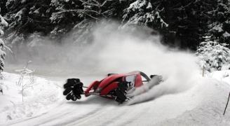 雪道を走る三菱 MMR25