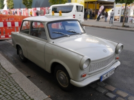 ボディが紙で出来ている?!旧東ドイツの車「トラバント」とは?