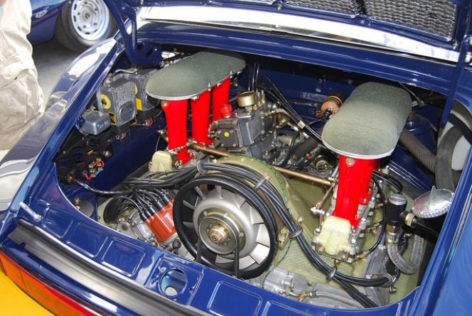 ポルシェエンジン
