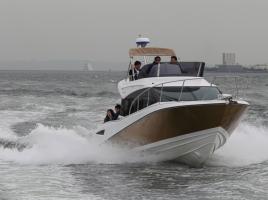 陸だけではなく海用の車はいかが?トヨタのレジャーボート2970万円から。