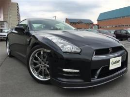 新車価格は1000万円前後…世界に誇るスーパースポーツ「日産 GT-R」の中古車事情は?